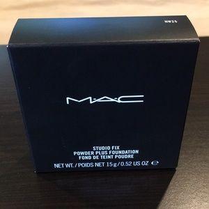 MAC Powder Plus Foundation